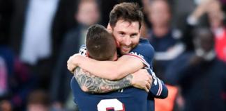 Lionel Messi merayakan golnya bersama Marco Verratti. Gol dari tendangan melengkung yang menakjubkan untuk memberi kemenangan 2-0 PSG atas Manchester City di Parc des Princes, Selasa (28/9/2021). (Foto: Getty Images via Uefa)