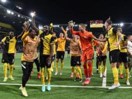 Para pemain Young Boys merayakan kemenangan 2-1 mereka atas Manchester United pada laga pembuka Grup F Liga Champions 2021-22. (Foto: Uefa.com)