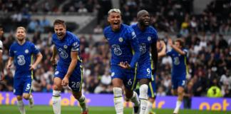 Bek tengah Chelsea Thiago SIlva (depan) membuka skor pada menit ke-49 ke gawang Tottenham Hotspur, Minggu (19/9/2021). The Blues menang 3-0 dan naik ke puncak klasemen dengan 13 poin, sama dengan Liverpool. (Premierleague.com)