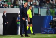 Manajer Chelsea Thomas Tuchel memberikan instruksi kepada para pemainnya saat melawan Juventus pada penyisihan Grup H Liga Champions 2021/22 di Stadion Allianz, Kamis (30/9/2021). Juventus menang 1-0 dan memimpin Grup H dengan 6 poin. Chelsea di posisi kedua dengan tiga poin, sama dengan Zenit St. Petersburg yang berhasil mengalahkan tuan rumah Malmoe FF 3-0. (Foto dari UEFA.com)