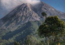 Gunung Merapi ketika dilihat dari Wilayah Klangon.