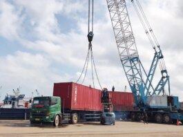 Kesibukan bongkar muat kontainer di Pelabuhan Batu Ampar Batam. Foto: fadhil