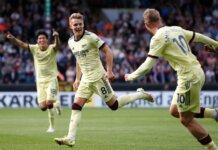 Martin Odegaard (tengah) merayakan gol ke gawang tuan rumah Burnley. Pemain Skandinavia itu akan kembali unjuk ketajaman saat Arsenal menjamu Spurs di Emirates, Minggu (26/9/2021). (Reuters via Sportsmole)
