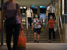 File foto orang bermasker di Telok Ayer di Singapura pada 17 Sep 2021. (Foto: Gaya Chandramohan/channel news asia)