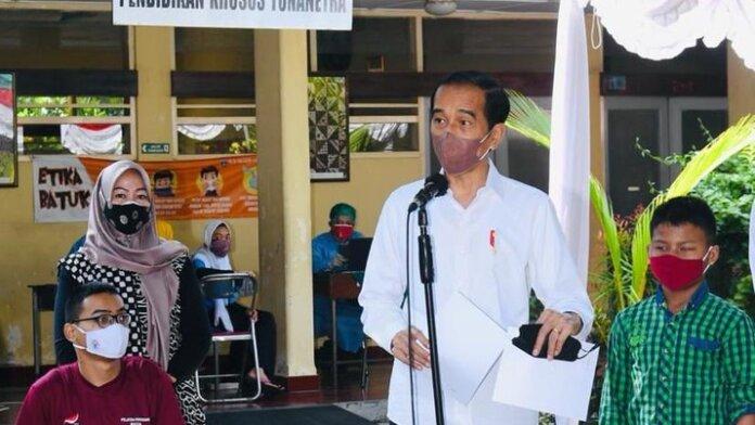 Foto: Jokowi meninjau vaksinasi Covid-19 di Yogyakarta. (Dok: Biro Pers Sekretariat Presiden)