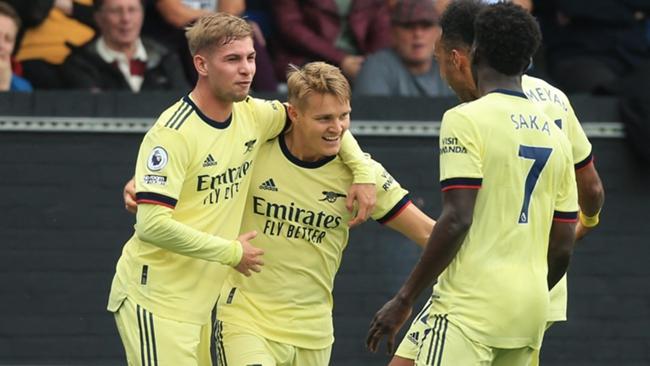Para pemain Arsenal merayakan gol pembuka Martin Odegaard di Burnley. (Livescore)