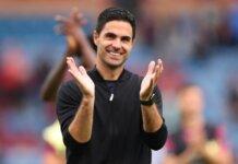Manajer Arsenal Mikel Arteta tersenyum lebar setelah timnya menang 1-0 atas tuan rumah Burnley. (Livescore)