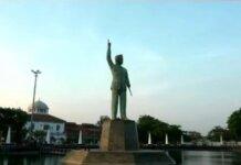 Patung Bung Karno setinggi 18,5 meter di Semarang