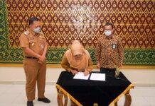 Pemerintah Kota Tanjungpinang melakukan penandatanganan nota kesepakatan dengan Kementerian Keuangan Republik Indonesia terkait penggunaan Sistem Informasi Kredit Program (SIKP), di kantor Wali Kota Tanjungpinang, Kepulauan Riau (Kepri), Senin (27/9/2021).