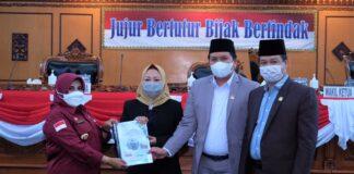 Wali Kota Tanjungpinang, Rahma menyampaikan KUA-PPAS RAPBD perubahan 2021 dalam rapat paripurna, di gedung DPRD Kota Tanjungpinang, Kepri, Rabu (1/9/2021).