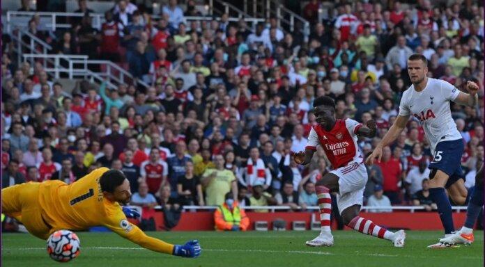 Winger Arsenal Bukayo Saka mencetak gol ketiga saat melawan Spurs. Pemain kelahiran 5 September 2001 ini kini tercatat sebagai pencetak gol termuda (20 tahun 21 hari) dalam derby London Utara. Saka juga menjadi pemain termuda dalam sejarah Liga Inggris yang mencetak gol dan assist dalam derby London Utara. Sebelumnya dilakukan oleh Cesc Fabregas pada September 2007. (Foto: Premierleague.com)