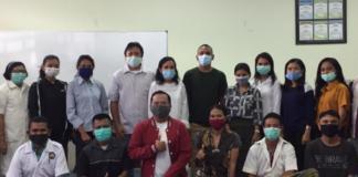 Para relawan di Laboratorium Biokesmas NTT. (Foto: http://biokesmasntt.com)