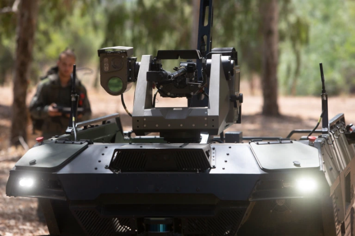 Robot penggerak empat roda yang dipresentasikan pada hari Senin dikembangkan oleh 'REX MKII' milik negara Israel Aerospace Industries [Sebastian Scheiner/AP via Al Jazeera]