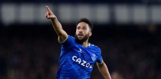 Reaksi Andros Townsend usai mencetak gol kedua untuk membawa Everton memimpin 2-1 atas Burnley di Goodison Park, Senin (13/9/2021). (premierleague.com)