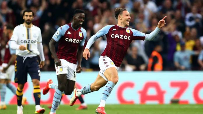 Bek Aston Villa Matty Cash melakukan selebrasi usai membobol gawang Everton pada menit ke-66 pada pekan kelima Liga Inggris 2021/22 di Villa Park, Sabtu (18/9/2021). Itu adalah gol pertamanya di Liga Premier sejak bergabung dengan Villa pada tahun 2020.(Premierleague.com)