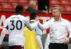 Bek tengah Aston Villa Kortney Hause mendapat selamat dari manajer Dean Smith usai kemenangan 1-0 atas tuan rumah Manchester United. Hause mencetak gol tunggal dengan menanduk sepak pojok Douglas Luiz pada menit ke-88.(Foto dari Premierleague.com)