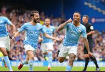 Striker Manchester City Gabriel Jesus (kanan) melakukan selebrasi usai membobol gawang Edouard Mendy, di Stamford Bridge, Sabtu (25/9/2021), memberikan kekalahan pertama untuk Chelsea pada Liga Inggris 2021/22. (Foto: premierleague.com).