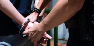 File foto seorang petugas polisi yang menangkap seorang tersangka. (Foto: Hanidah Amin/CNA)