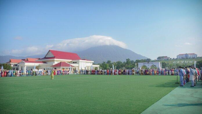 upacara peringatan Hari Ulang Tahun (HUT) Kabupaten Natuna yang ke 22 Tahun di Halaman Gedung Daerah Natuna. Selasa, (12/10).