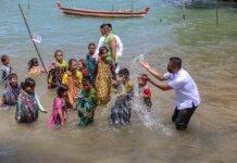 Kepala Dinas Kebudayaan dan Pariwisata (Disbudpar) Kota Batam, Ardiwinata menghadiri kegiatan budaya Mandi Safar yang digelar oleh LAM Kec Nongsa dan masyarakat Kampung Terih, Kelurahan Sambau, Nongsa, Rabu (6/10)