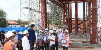 Wali Kota Batam sekaligus Kepala Badan Pengusahaan (BP) Batam Muhamad Rudi, meninjau pembangunan autogate Pelabuhan Batuampar, Selasa (12/10/2021).