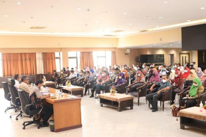 Rapat Evaluasi Pelaksanaan Vaksin Pelajar dan Guru di Kantor Wali Kota Batam, Kamis (14/10/2021).