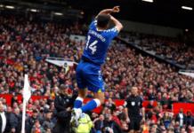 Pemain Everton Andros Townsend meniru selebrasi Cristiano Ronaldo usai mencetak gol penyeimbang menjadikan skor 1-1 di Old Trafford, Sabtu (2/10/2021). (Premierleague.com)
