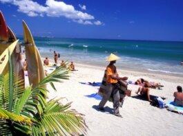 Pariwisata menyumbang lebih dari 50% pendapatan Bali. (Foto: Alamy via Guardian)