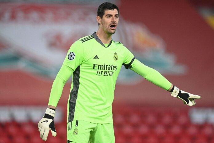 Mantan penjaga gawang Chelsea, Thibaut Courtois, mencatatkan 18 clean sheet untuk membantu Madrid memenangkan gelar LaLiga pertama mereka dalam tiga tahun.