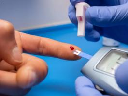 Ilustrasi pemeriksaan kadar gula darah. (Oscar Lopera Martos / EyeEm / Getty Images)