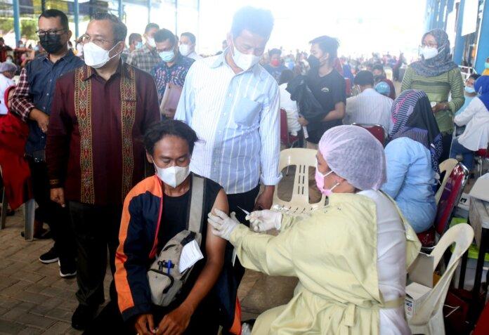 Kegiatan vaksinasi yang dilaksanakan di SP Batu Aji, Sabtu (9/10)
