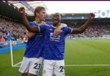 Pemain Leicester Patson Daka (kanan) tercatat sebagai pemain pertama asal Zambia yang mencetak gol di Liga Premier Inggris, menjadikan pemain dari 105 negara berbeda telah memiliki pencetak gol di kompetisi elite Inggris itu.(Foto: Premierleague.com)