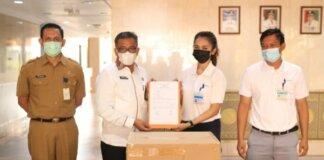 PT Shimano Batam menyerahkan bantuan sebanyak 120.000 pcs masker kepada Pemerintah Kota (Pemko) Batam
