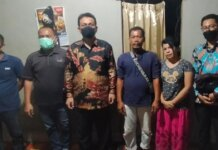 Anggota DPD RI Kepulauan Riau (Kepri), DR. Richard Pasaribu saat menyambangi rumah korban tenggelam di Kaveling, Bengkong Wahyu Jalan Mangga, Gang Batu Pasir Nomor 6. RT 04, RW 07, Batam.