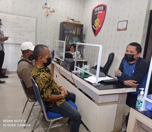Sejumlah warga korban kebakaran hutan sekitar 80 hektare di Kecamatan Kundur Utara saat memberikan keterangan di Satrekrim Polres Karimun beberapa waktu lalu. Foto Suryakepri.com/IST