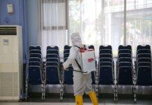 Badan Pengusahaan (BP) Batam melaksanakan penyemprotan disinfektan di seluruh area Asrama Haji Batam Center, pada Senin (18/10/2021) siang.