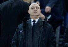 Ketua Tottenham Hotspur Daniel Levy bersama para petinggi lainnya dikabarkan memprotes Liga Premier karena meloloskan pengambilalihan Newcastle United oleh Pangeran Arab. (Sportsmole)