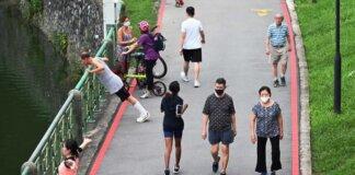 Orang-orang berolahraga di taman umum di Singapura pada 4 Juni 2021, di tengah wabah COVID-19 di Singapura. (File foto: Marcus Mark Ramos/CNA)