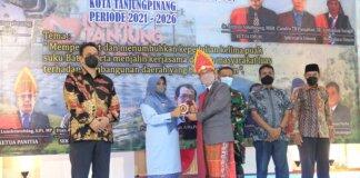 Wako Rahma lantik pengurus RBB Kota Tanjungpinang periode 2021-2026, di restaurant Shagrila Sei Jang Tanjungpinang, Kepulauan Riau, Jumat (15/10/2021).