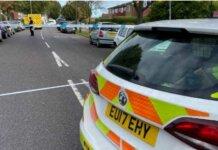 Mobil polisi berada di TKP kasus penusukan terhadap anggota parlemen Inggris, David Amess, Jumat (15/10/2021) waktu setempat. (Foto: .essex.police.uk)