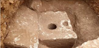 Sebuah toilet pribadi mewah berusia 2.700 tahun ditemukan di Yerusalem, dan para peneliti mengatakan toilet itu mungkin dilengkapi dengan penyegar udara. (Foto: Times of Israel)
