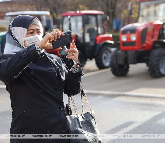 Indonesia tertarik membeli pupuk dan kendaraat, terasuk traktor dan dump truck. (Foto: BelTA)